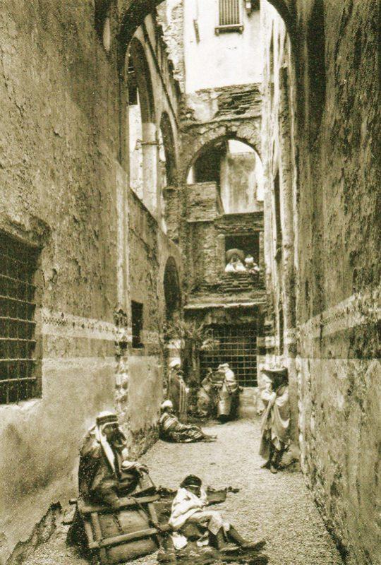 Chiasso dei Buoi, piazza S. Maria Maggiore, in una foto del 1886